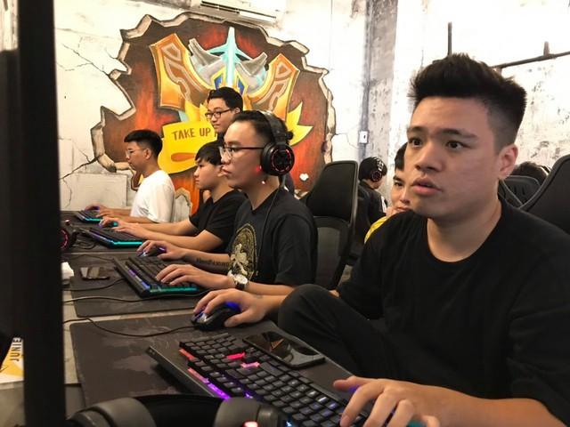 Game thủ LMHT kỳ cựu Junie mới tiếp bước đàn anh QTV, KOW mở cyber game hàng khủng 10 tỷ đồng - Ảnh 1.