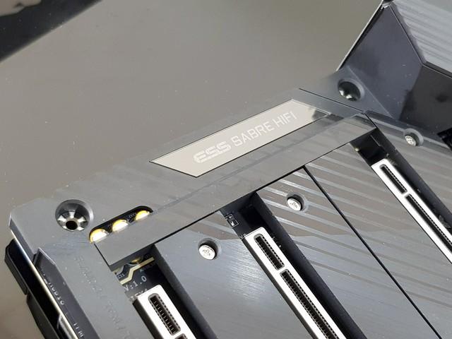 Mở hộp bo mạch chủ X570 Aorus Xtreme trị giá 11 triệu đồng, bên trong có gì mà đắt vậy? - Ảnh 8.
