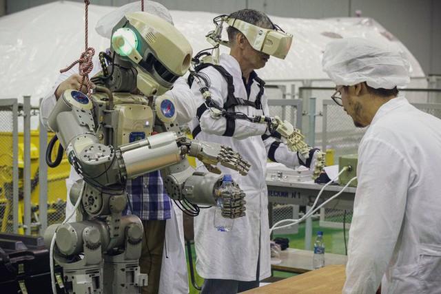 Nga sắp đưa lên trạm ISS một nhân viên tập sự đặc biệt: Một con robot có khiếu hài hước - Ảnh 2.