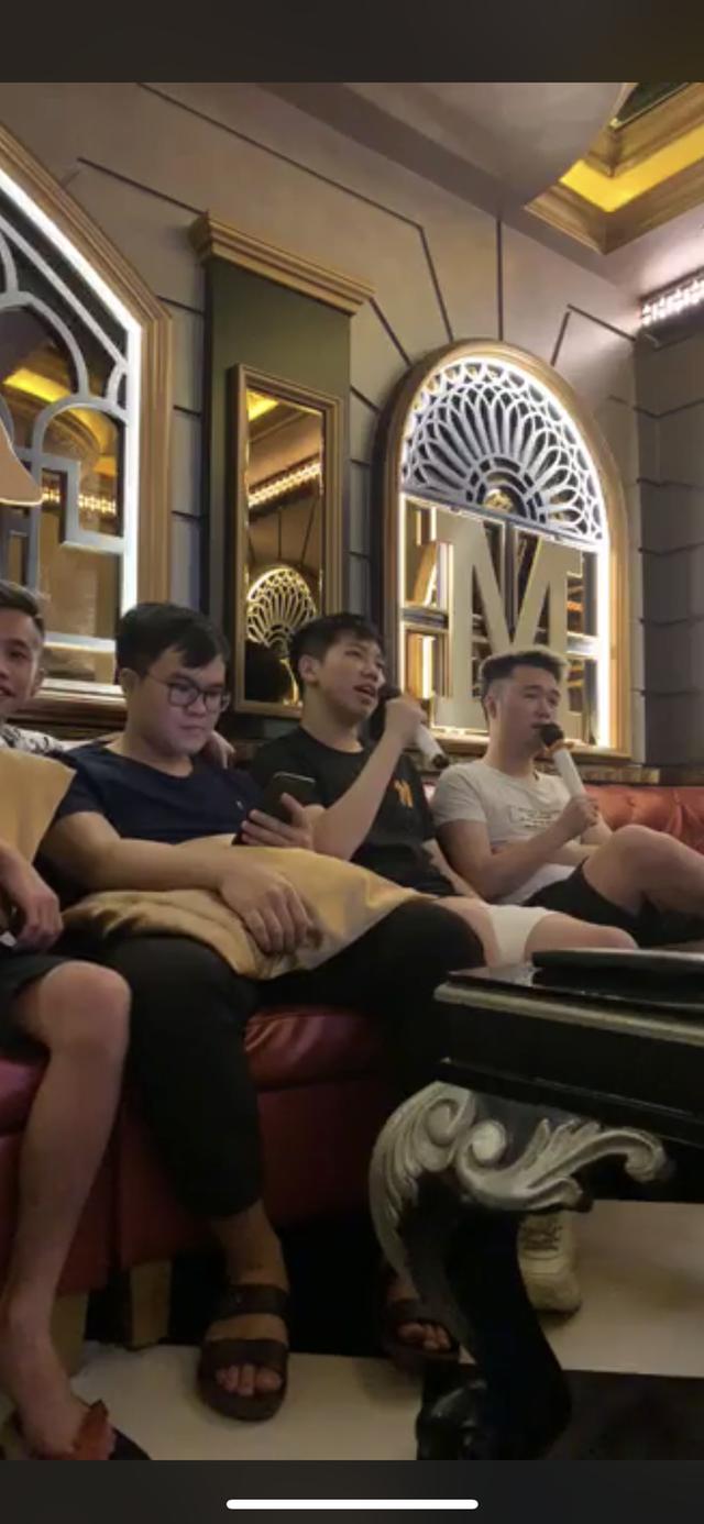ZD Esports đi hát hò ăn mừng chiến thắng, nhưng sự xuất hiện của Bé Chanh mới là tâm điểm chú ý - Ảnh 4.