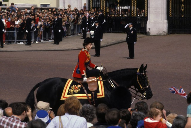 Hai vụ ám sát hụt bị giấu kín gần 40 năm: Chỉ trong 1 năm Nữ hoàng Anh 2 lần suýt mất mạng, danh tính những kẻ chủ mưu không ai ngờ - Ảnh 9.