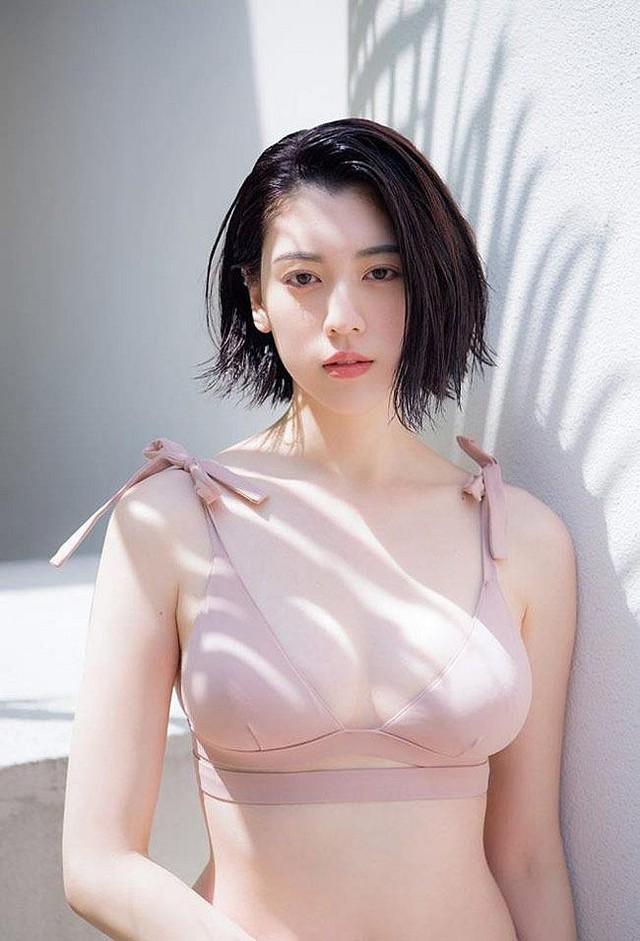 Chán làm ngọc nữ, hot girl Lưu Diệc Phi của Nhật Bản lột xác gợi cảm, chụp ảnh bìa tạp chí Playboy - Ảnh 2.