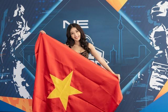 Chi Pu cổ vũ các đội tuyển PUBG Mobile VN tại chung kết PMCO 2019 khu vực Việt Nam - Ảnh 4.