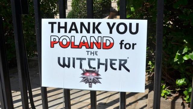 Nhờ chơi The Witcher 3, game thủ chiến thắng bệnh ung thư và treo biển cảm ơn trước đại sứ quán Ba Lan - Ảnh 1.