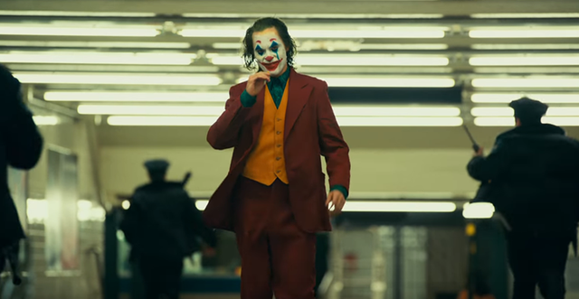 Joker tung trailer thứ 2 - Hé lộ quá khứ đau thương của chàng Hoàng tử Hề - Ảnh 4.