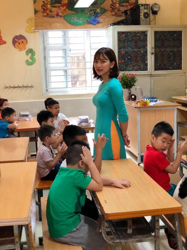 Nhan sắc quyến rũ của gái xinh là cô giáo tiểu học siêu hot đang gây bão mạng xã hội - Ảnh 1.
