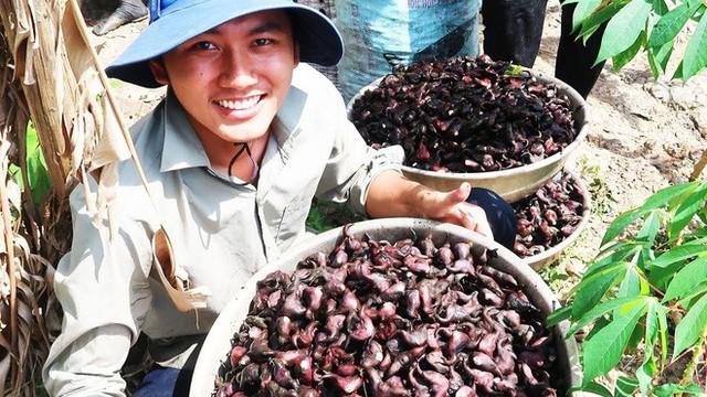 5 kênh du lịch - ẩm thực hot nhất miền Tây: Khoai Lang Thang sắp đạt nút vàng, một YouTuber trẻ tuổi khác đã làm được điều đó từ lâu - Ảnh 14.