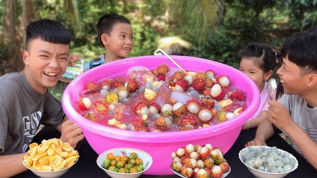 5 kênh du lịch - ẩm thực hot nhất miền Tây: Khoai Lang Thang sắp đạt nút vàng, một YouTuber trẻ tuổi khác đã làm được điều đó từ lâu - Ảnh 24.