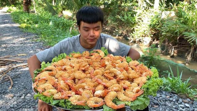 5 kênh du lịch - ẩm thực hot nhất miền Tây: Khoai Lang Thang sắp đạt nút vàng, một YouTuber trẻ tuổi khác đã làm được điều đó từ lâu - Ảnh 28.