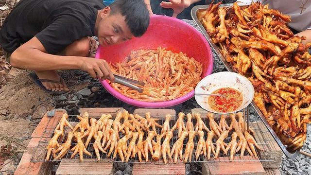 5 kênh du lịch - ẩm thực hot nhất miền Tây: Khoai Lang Thang sắp đạt nút vàng, một YouTuber trẻ tuổi khác đã làm được điều đó từ lâu - Ảnh 29.