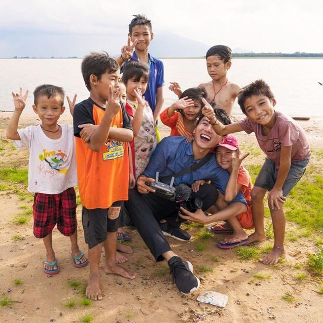 5 kênh du lịch - ẩm thực hot nhất miền Tây: Khoai Lang Thang sắp đạt nút vàng, một YouTuber trẻ tuổi khác đã làm được điều đó từ lâu - Ảnh 4.