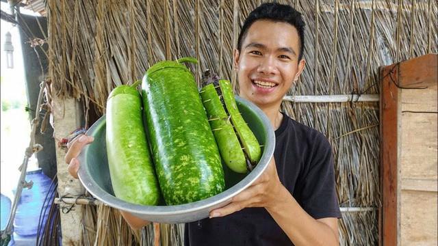 5 kênh du lịch - ẩm thực hot nhất miền Tây: Khoai Lang Thang sắp đạt nút vàng, một YouTuber trẻ tuổi khác đã làm được điều đó từ lâu - Ảnh 32.