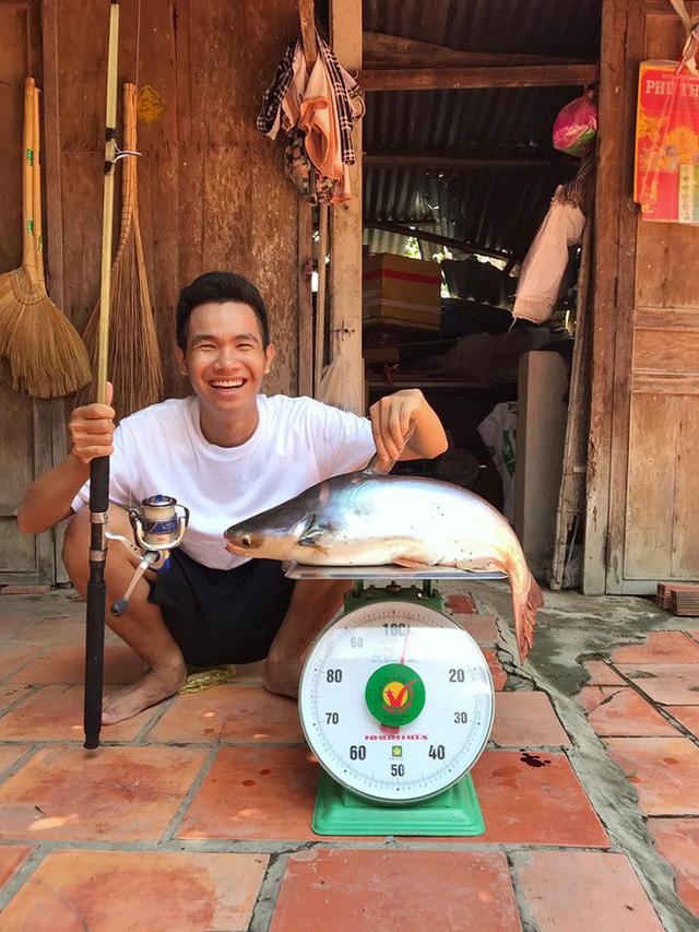 5 kênh du lịch - ẩm thực hot nhất miền Tây: Khoai Lang Thang sắp đạt nút vàng, một YouTuber trẻ tuổi khác đã làm được điều đó từ lâu - Ảnh 37.