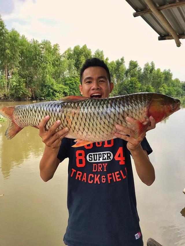 5 kênh du lịch - ẩm thực hot nhất miền Tây: Khoai Lang Thang sắp đạt nút vàng, một YouTuber trẻ tuổi khác đã làm được điều đó từ lâu - Ảnh 38.