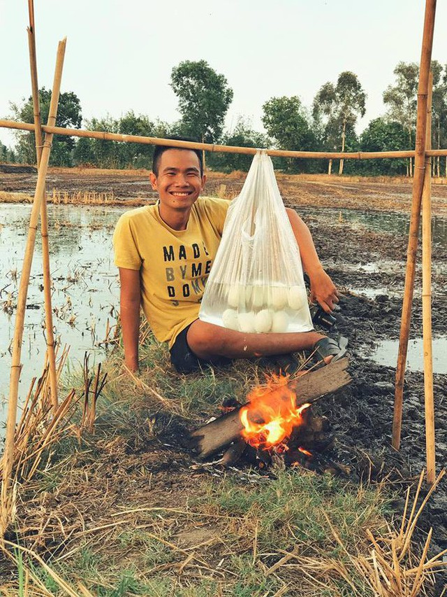 5 kênh du lịch - ẩm thực hot nhất miền Tây: Khoai Lang Thang sắp đạt nút vàng, một YouTuber trẻ tuổi khác đã làm được điều đó từ lâu - Ảnh 39.