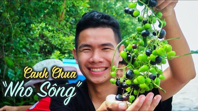 5 kênh du lịch - ẩm thực hot nhất miền Tây: Khoai Lang Thang sắp đạt nút vàng, một YouTuber trẻ tuổi khác đã làm được điều đó từ lâu - Ảnh 41.