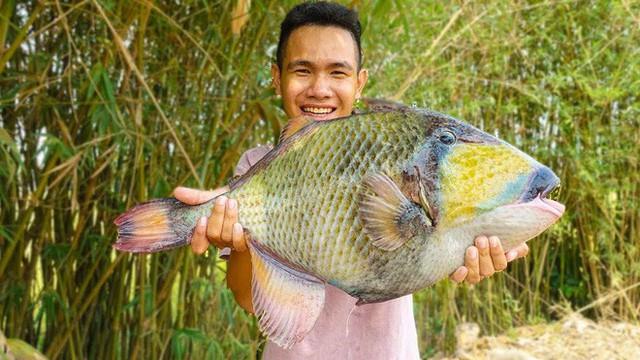5 kênh du lịch - ẩm thực hot nhất miền Tây: Khoai Lang Thang sắp đạt nút vàng, một YouTuber trẻ tuổi khác đã làm được điều đó từ lâu - Ảnh 42.