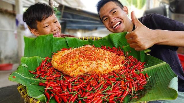 5 kênh du lịch - ẩm thực hot nhất miền Tây: Khoai Lang Thang sắp đạt nút vàng, một YouTuber trẻ tuổi khác đã làm được điều đó từ lâu - Ảnh 43.