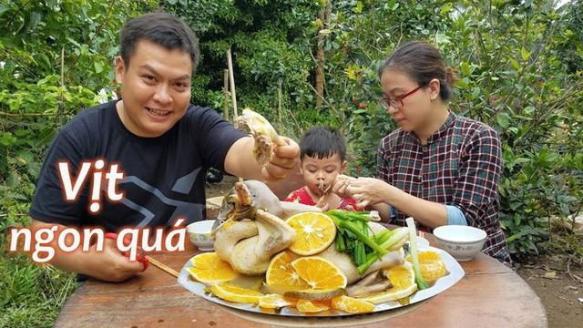 5 kênh du lịch - ẩm thực hot nhất miền Tây: Khoai Lang Thang sắp đạt nút vàng, một YouTuber trẻ tuổi khác đã làm được điều đó từ lâu - Ảnh 48.