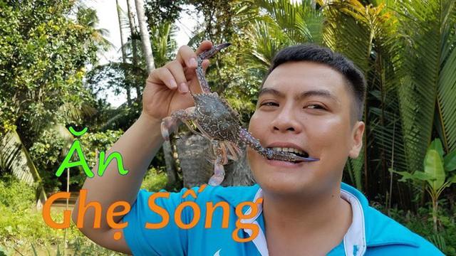 5 kênh du lịch - ẩm thực hot nhất miền Tây: Khoai Lang Thang sắp đạt nút vàng, một YouTuber trẻ tuổi khác đã làm được điều đó từ lâu - Ảnh 52.
