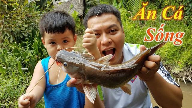 5 kênh du lịch - ẩm thực hot nhất miền Tây: Khoai Lang Thang sắp đạt nút vàng, một YouTuber trẻ tuổi khác đã làm được điều đó từ lâu - Ảnh 54.