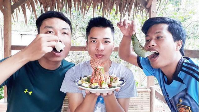 5 kênh du lịch - ẩm thực hot nhất miền Tây: Khoai Lang Thang sắp đạt nút vàng, một YouTuber trẻ tuổi khác đã làm được điều đó từ lâu - Ảnh 59.