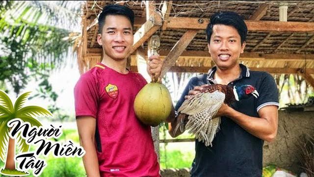 5 kênh du lịch - ẩm thực hot nhất miền Tây: Khoai Lang Thang sắp đạt nút vàng, một YouTuber trẻ tuổi khác đã làm được điều đó từ lâu - Ảnh 62.