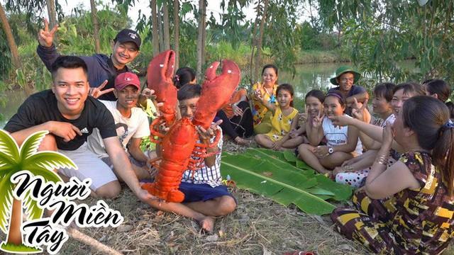 5 kênh du lịch - ẩm thực hot nhất miền Tây: Khoai Lang Thang sắp đạt nút vàng, một YouTuber trẻ tuổi khác đã làm được điều đó từ lâu - Ảnh 63.