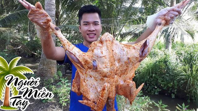 5 kênh du lịch - ẩm thực hot nhất miền Tây: Khoai Lang Thang sắp đạt nút vàng, một YouTuber trẻ tuổi khác đã làm được điều đó từ lâu - Ảnh 64.