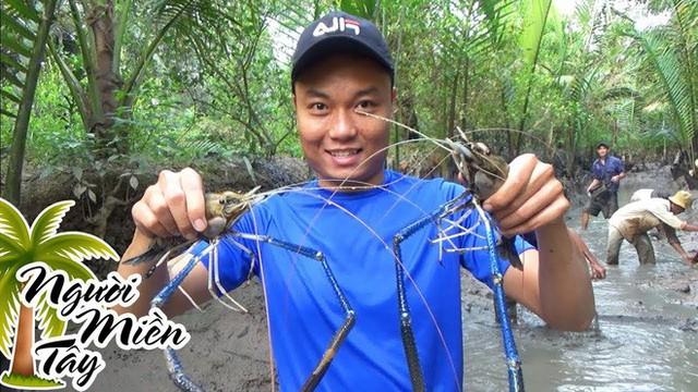 5 kênh du lịch - ẩm thực hot nhất miền Tây: Khoai Lang Thang sắp đạt nút vàng, một YouTuber trẻ tuổi khác đã làm được điều đó từ lâu - Ảnh 66.