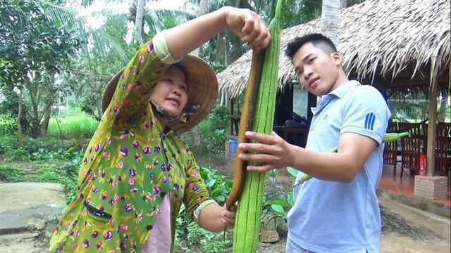5 kênh du lịch - ẩm thực hot nhất miền Tây: Khoai Lang Thang sắp đạt nút vàng, một YouTuber trẻ tuổi khác đã làm được điều đó từ lâu - Ảnh 67.