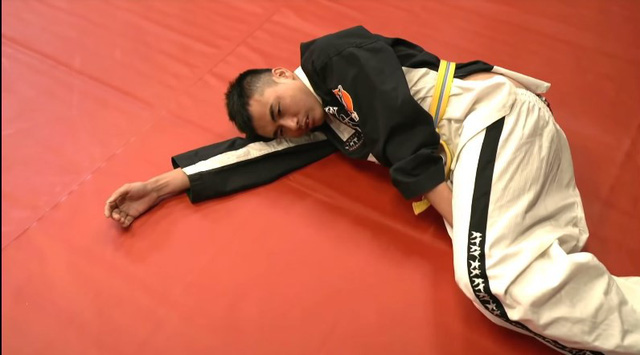 Nổi máu anh hùng bàn phím thách đấu võ sĩ MMA, Youtuber hổ báo bị đánh tới mức phải khóc lóc Đại ca, em sai rồi - Ảnh 6.