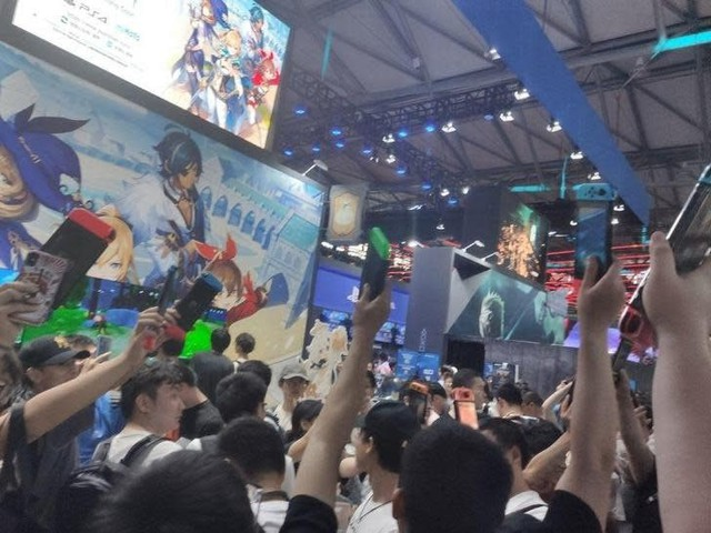 Phản đối game đạo nhái của Trung Quốc, người hâm mộ khủng bố NPH ngay tại hội chợ game - Ảnh 2.