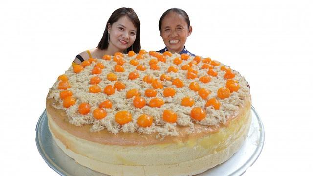 Làm bánh bông lan siêu to khổng lồ, bà Tân Vlog bị dân mạng tố clip sặc mùi dàn dựng - Ảnh 2.