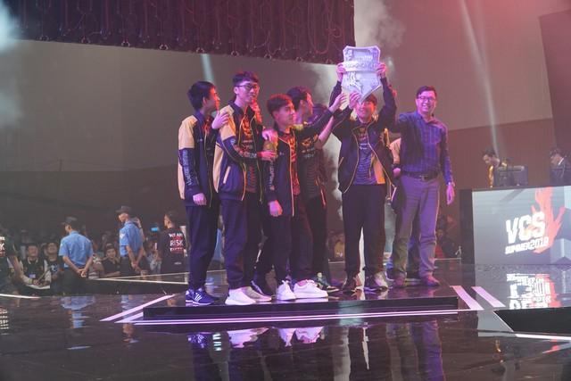 LMHT: Toàn cảnh chung kết VCS hè 2019 - Ngày về của nhà vua, GAM Esports chính thức trở lại với CKTG - Ảnh 4.