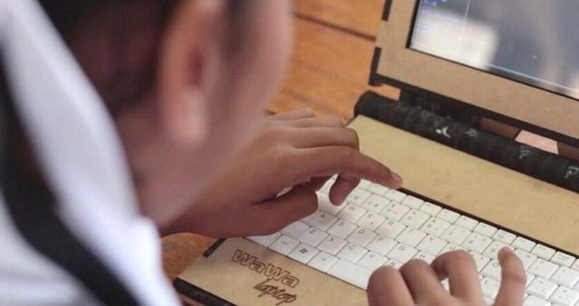 Công ty Peru này tạo ra những chiếc laptop bọc gỗ có một không hai, bền bỉ từ khi còn tiểu học đến lúc vào đại học - Ảnh 2.