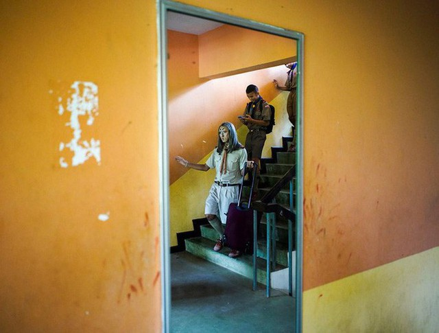 Để học sinh có hứng học hơn, thầy giáo đã đội tóc giả, make up hoá thân thành Lisa (BLACKPINK) mỗi ngày đến trường - Ảnh 12.