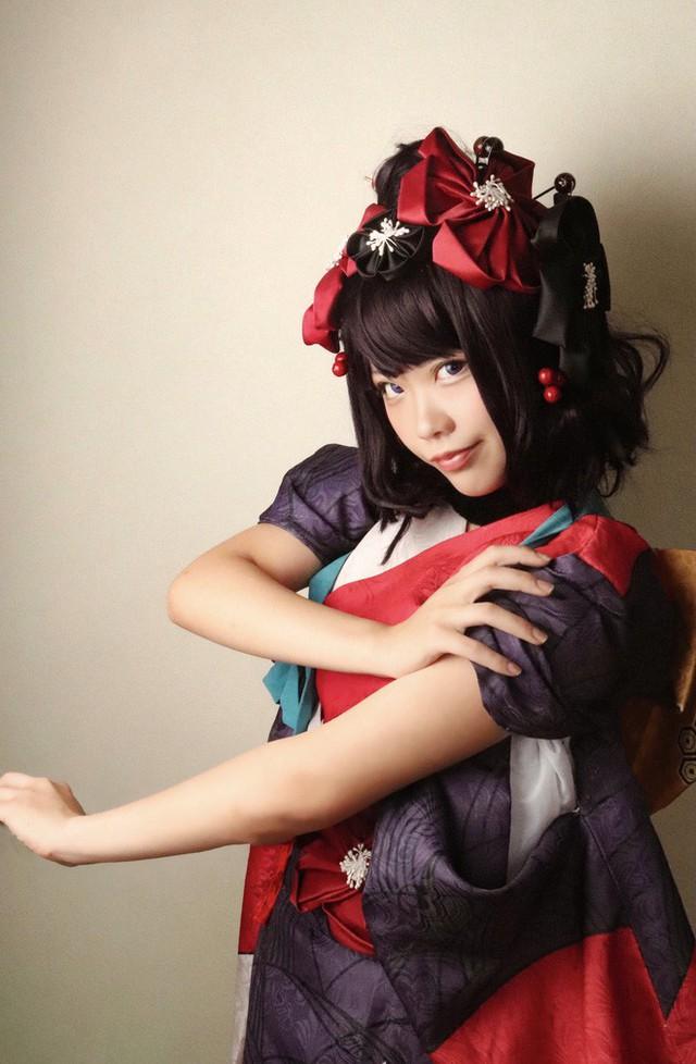 Nữ thần cosplayer xinh đẹp bỗng chốc khiến fan ú ớ, há hốc mồm sau pha pose ảnh đời thật không chỉnh sửa - Ảnh 4.
