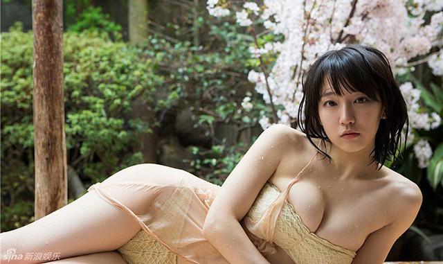 Mê hồn với tiên nữ tắm suối nóng bỏng ở Nhật Bản, giỏi thư pháp lại còn biết chơi cả kèn saxophone - Ảnh 13.