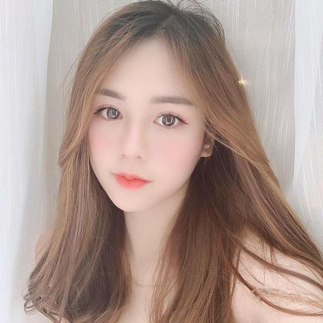Hot girl 21 tuổi lên báo Trung vì quá xinh đẹp: Mỗi tháng mình kiếm được khoảng 70 triệu - Ảnh 2.
