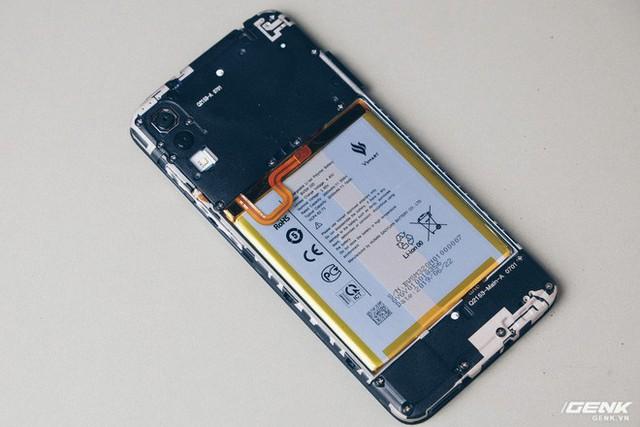 Mổ bụng Vsmart Star: Bên trong smartphone giá rẻ của Vsmart có gì? - Ảnh 3.