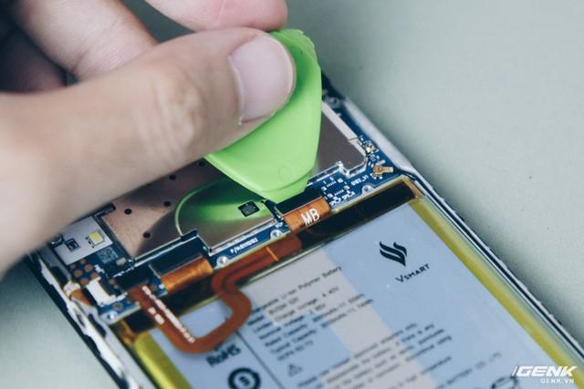 Mổ bụng Vsmart Star: Bên trong smartphone giá rẻ của Vsmart có gì? - Ảnh 9.