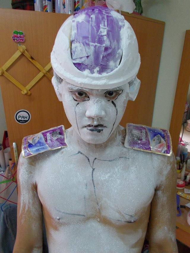 Loạt ảnh cosplay Dragon Ball phá vỡ mọi giới hạn tưởng tượng của thánh Low cost cosplay - Ảnh 2.