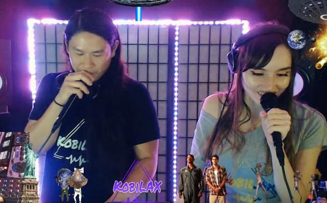 Livestream tiệc tùng, streamer câm nín khi thấy khách mời hồn nhiên cởi áo, khoe ngực trần ngay trước camera của mình - Ảnh 1.