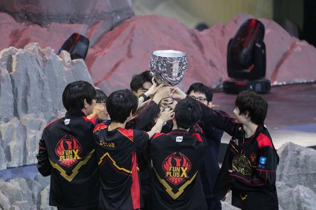 LMHT: Hủy diệt Royal Never Give Up của Uzi, Doinb chính thức lên ngôi vô địch LPL cùng Fun Plus Phoenix - Ảnh 3.