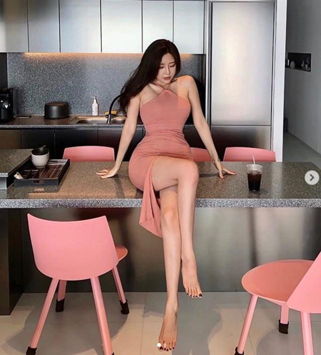 Chiêm ngưỡng nhan sắc hai gái xinh làng mẫu hot nhất Hàn Quốc: Chân dài miên man, vòng một cả mét - Ảnh 6.