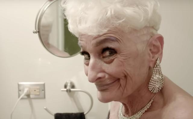 Sốc với cụ bà gần 90 tuổi vẫn sung mãn, hằng ngày lên Tinder quét trai trẻ - Ảnh 2.