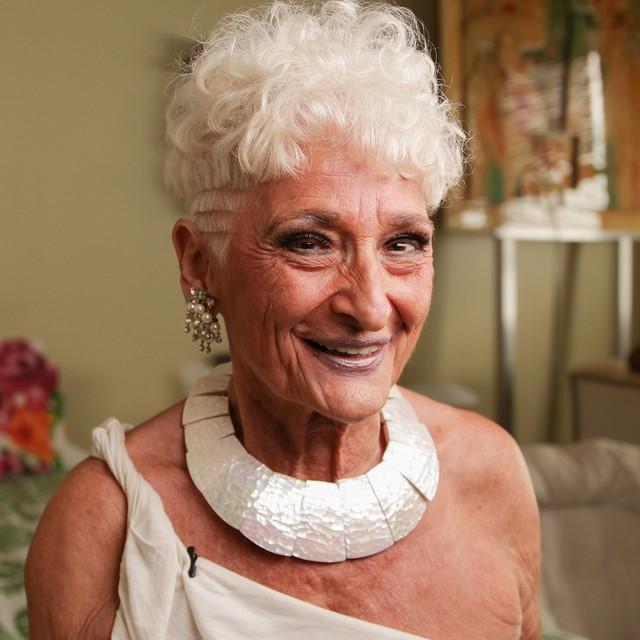 Sốc với cụ bà gần 90 tuổi vẫn sung mãn, hằng ngày lên Tinder quét trai trẻ - Ảnh 3.