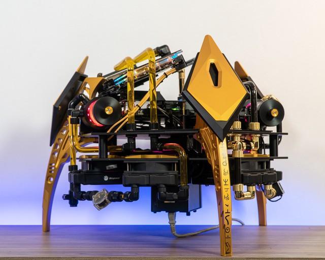 Bộ máy tính trông như quái vật ngoài hành tinh, để ở nhà dọa trẻ con thì hoàn hảo - Ảnh 1.
