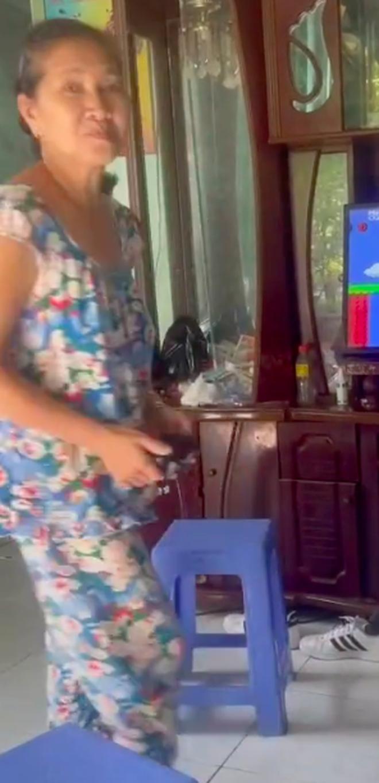 Khoảnh khắc hồn nhiên nhảy nhót của nữ phụ huynh khi chơi game Anh-chup-man-hinh-2021-08-30-luc-121313-1630300436105890456025